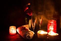 Romantische Einstellung des Badekurortes für Valentinsgrußtag Lizenzfreie Stockbilder
