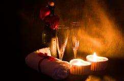 Romantische Einstellung des Badekurortes für Valentinsgrußtag Stockfoto