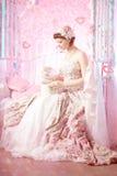 Romantische Frau in einem Weinlesekleid Lizenzfreie Stockfotografie