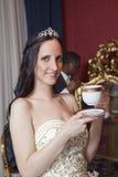 Romantische Hochzeitspaare im Hotel Lizenzfreie Stockfotos