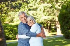 Romantische hogere echtgenoot en vrouw Royalty-vrije Stock Foto's