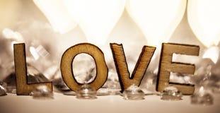 Romantische Liebe unterzeichnen herein hölzerne Briefe Lizenzfreies Stockbild