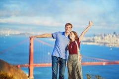 Romantische liebevolle Paare, die ein Datum in San Francisco haben Lizenzfreies Stockfoto