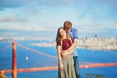 Romantische liebevolle Paare, die ein Datum in San Francisco haben Stockbild