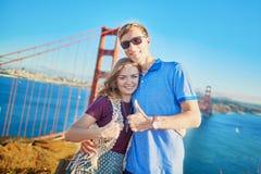 Romantische liebevolle Paare, die ein Datum in San Francisco haben Stockbilder