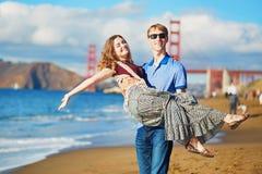 Romantische liebevolle Paare, die ein Datum in San Francisco, Kalifornien, USA haben Stockbilder