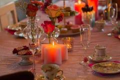 Romantische lijst met kaarsen Royalty-vrije Stock Afbeeldingen