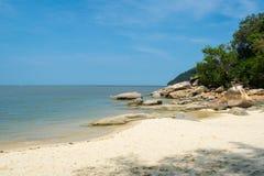 Romantische mening van het zandige strand Royalty-vrije Stock Fotografie