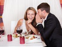 Romantische minnaars die geheimen delen royalty-vrije stock foto's