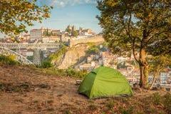 Romantische ochtend in een tent met mooie mening van Porto portugal Royalty-vrije Stock Foto
