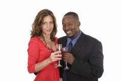 Romantische Paare, die mit Wein 11 feiern stockbild