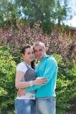 Romantische Paare im Freien Stockbild