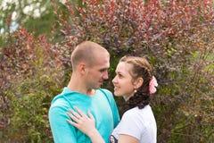 Romantische Paare im Freien Lizenzfreies Stockbild