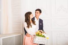 Romantische Paare, Mann und Frau auf einem Fahrrad Lizenzfreies Stockfoto