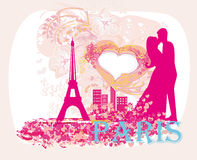 Romantische Paare in Paris, das nahe dem Eiffelturm küsst Retro Karte Lizenzfreie Stockbilder