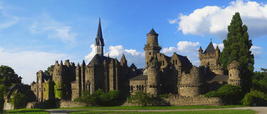Romantische Ruine des Schlosses eines mittelalterlichen Ritters Lizenzfreies Stockbild