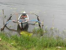 Romantische scène - boot bij een meer Royalty-vrije Stock Afbeelding