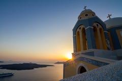 Romantische Sonnenuntergangszene von Fira, Santorini, Griechenland stockbilder