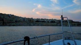 Romantische Sonnenuntergangyachtkreuzfahrt, Valletta, Malta stock footage