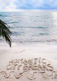 Romantische Städtereisemitteilung geschrieben auf Sand Lizenzfreies Stockbild