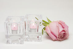 Romantische Stimmung Blumen und Kerzen Lizenzfreies Stockfoto