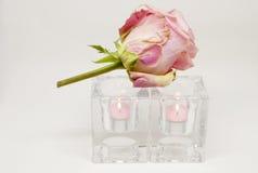 Romantische Stimmung Rose und Kerzen Stockfotos