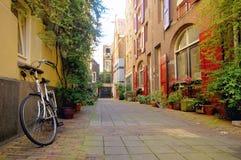 Romantische Straßenansicht in Amsterdam Stockfotos