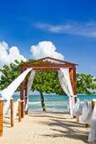 Romantische Strand-Hochzeits-Stelle Stockfoto