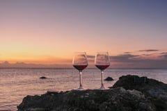 Romantische Strandszene stockfotos