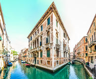 Romantische Szene in den Straßen von Venedig, Italien Stockfotografie