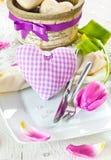 Romantische Tabellen-Einstellung Lizenzfreie Stockbilder