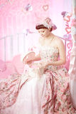 Romantische vrouw in een uitstekende kleding stock foto's