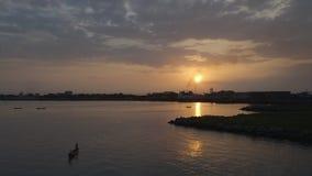 Romantische zonsondergangmening, Conakry, Guinea stock footage