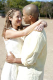 Romantische zwischen verschiedenen Rassen Paare Lizenzfreie Stockbilder