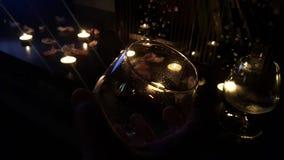 romantischer Abend mit geliebter Frau St. Valentine& x27; s-Tagesfeier mit der zweiten Hälfte stockbilder