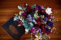 Romantischer Blumenstrauß stockbild