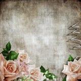 Romantischer Hintergrund der Hochzeitsweinlese mit Rosen Stockfoto