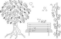 Romantischer Hintergrund mit blühendem Baum, liebevolle Vögel, Bank, Schwarzweiss-Hand gezeichnetes Antidruckmalbuch Lizenzfreies Stockfoto