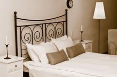 Romantischer Innenraum des Schlafzimmers Lizenzfreies Stockbild