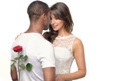 Romantischer junger Mann mit einer hübschen Frau Lizenzfreies Stockbild