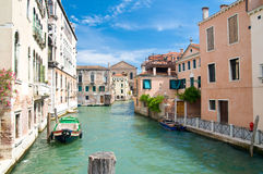Romantischer Kanal in Venedig Stockbild