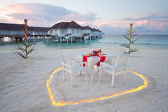 Romantischer privater Abendtisch bei Malediven Lizenzfreie Stockfotografie