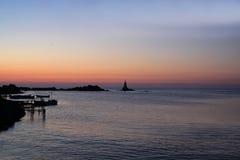 Romantischer Sonnenaufgang über dem Meer Lizenzfreies Stockfoto
