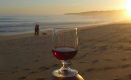 Romantischer Sonnenuntergang Abendstimmung AM Meer, Armacao de Pera, Αλγκάρβε, Πορτογαλία Στοκ φωτογραφία με δικαίωμα ελεύθερης χρήσης