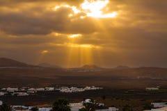 Romantischer Sonnenuntergang mit in Lanzarote lizenzfreies stockbild