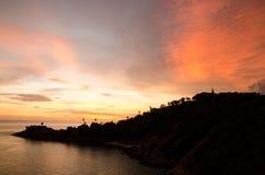 Romantischer Sonnenuntergang an Standpunkt Laem Phromthep, Phuket Thailand Stockfotos