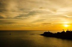 Romantischer Sonnenuntergang an Standpunkt Laem Phromthep, Phuket Thailand Lizenzfreies Stockbild