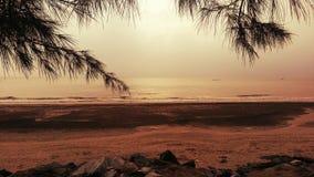 Romantischer Strandsonnenuntergang Lizenzfreies Stockfoto
