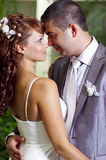 Romantischer und liebevoller Gefährte und Mädchen auf Hochzeit Lizenzfreies Stockbild