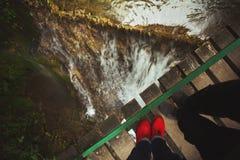 Romantischer Wasserfall für zwei Stockfotos